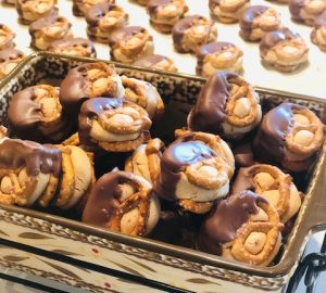 Chocolate Dipped Peanut Butter Pretzels!